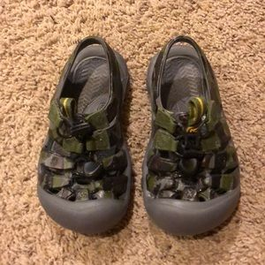 Kids size 10 Keen water shoes